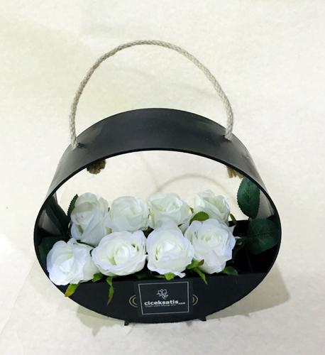 Çantada Yapay Beyaz Güller