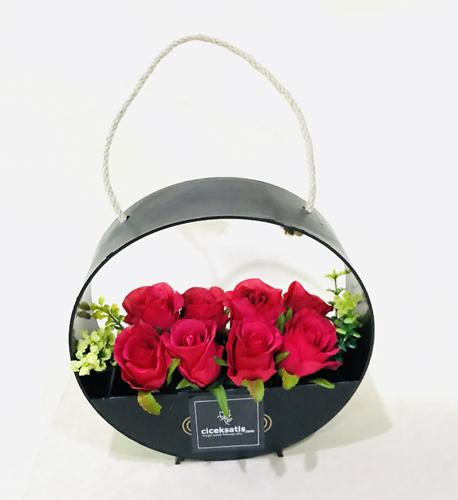 Çantada Yapay Kırmızı Güller