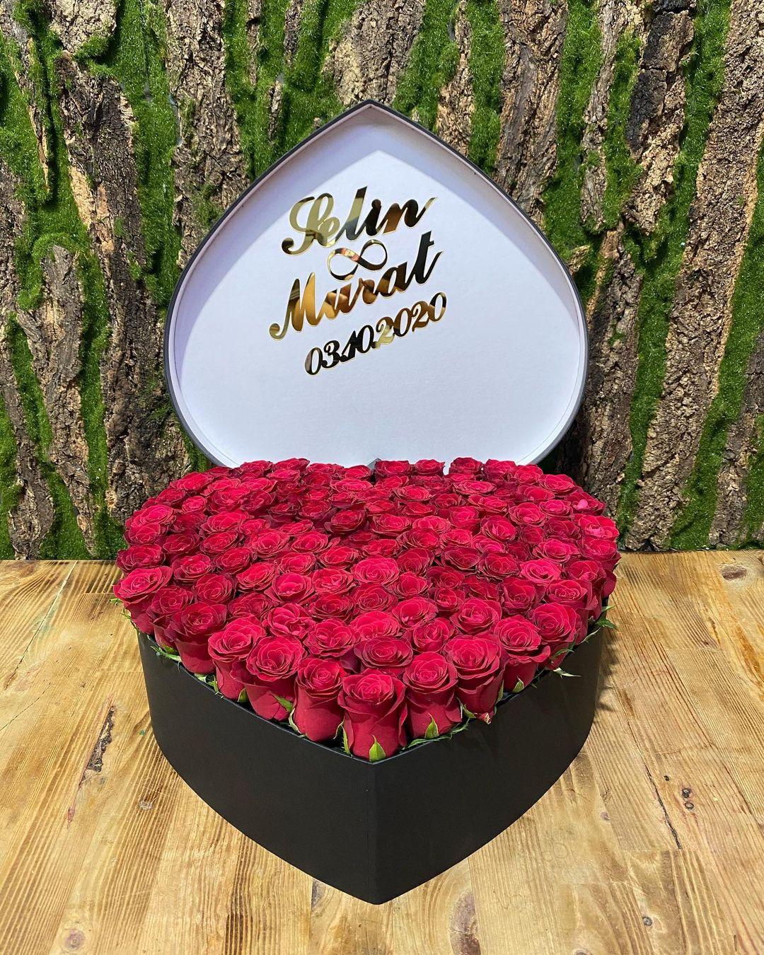 İsimli kalp kutuda 101 Kırmızı Gül