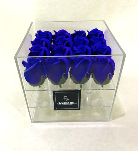 Şeffaf Kutuda Yapay Mavi Güller